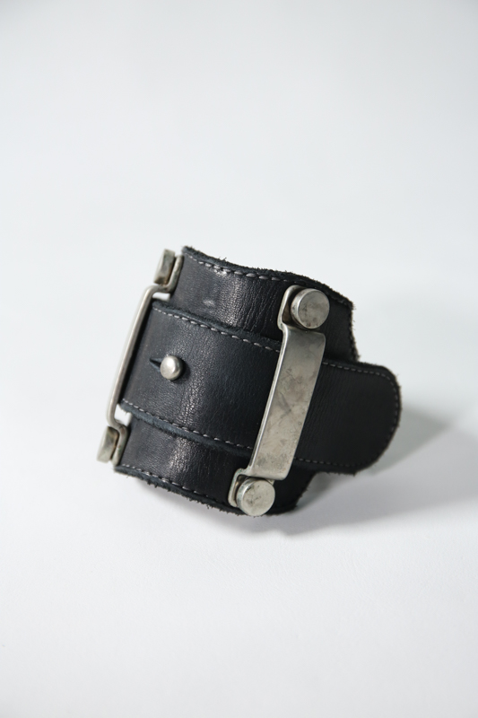 画像1: incarnation / インカネーション / 32014-8917 / CALF LEATHER BRACELET METAL LOOP (1)
